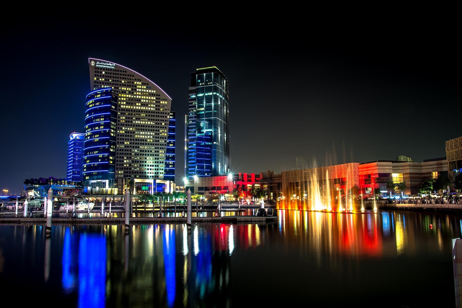 Dubai Lake at Night: New Trend?